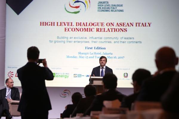 """Calenda apre i lavori  dell'""""High Level Dialogue on ASEAN Italy Economic Relations"""""""