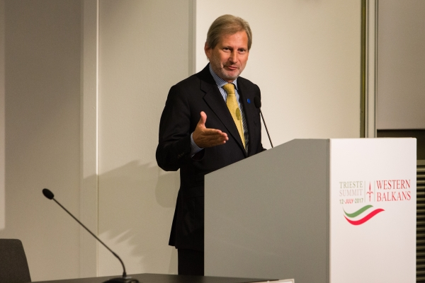 Il Commissario europeo Johannes Hahn durante il suo intervento al Business Forum