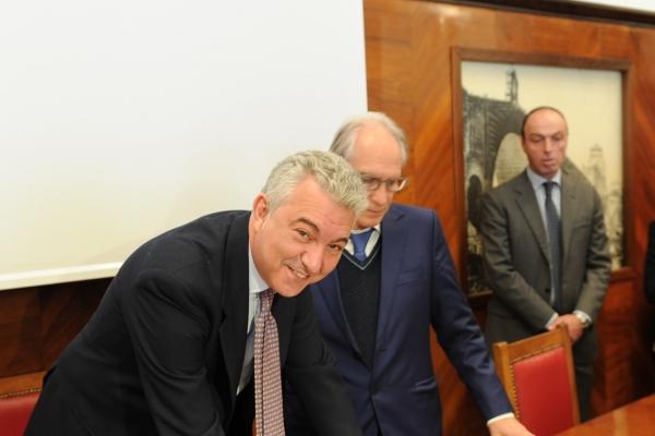 La firma di Domenico Arcuri (Invitalia)