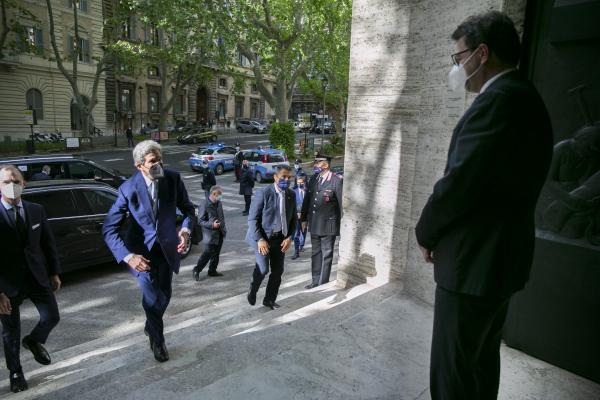 L'arrivo di Kerry al Ministero